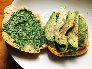 Pesto sandwich with avocado