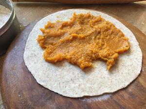 Filling chapati