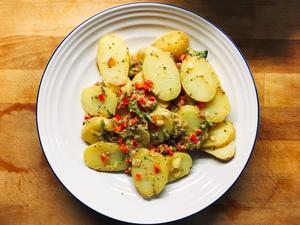 Potato slices with broccoli